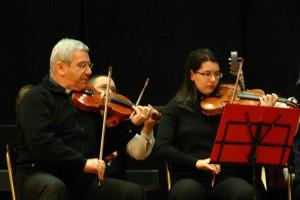 Monsignor Beschi suona con l'Orchestra nel dicembre 2010